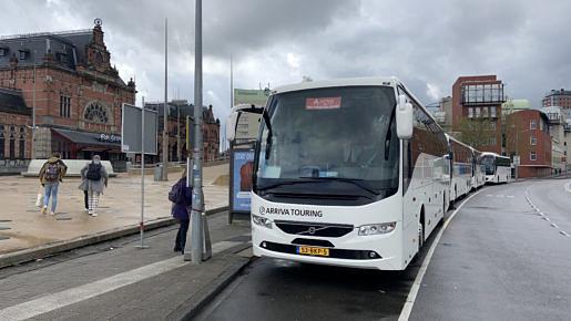 Touring bussen op het station